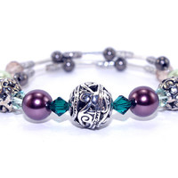 Carved antique silver plated bead memory wire bracelet, Green Swarovski crystal, Green purple pearl glass bead, Wrap bangle, One size coil