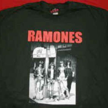 The Ramones T-Shirt CBGBs Band Photo Black Size XL