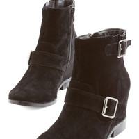 ModCloth Gallery Greeting Bootie in Black