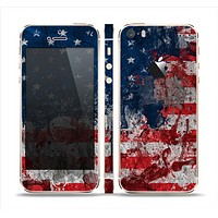 The Grungy American Flag Skin Set for the Apple iPhone 5s