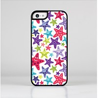 The Smiley Faced Vector Colored Starfish Pattern Skin-Sert Case for the Apple iPhone 5c
