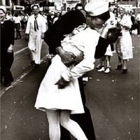 Kissing on VJ Day - Times Square - May 8th, 1945 Poster Print by Alfred Eisenstaedt, 24x36