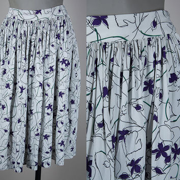 SALE Vintage 1940s Skirt / 40s White Floral Rayon Pleated Swing Skirt XS