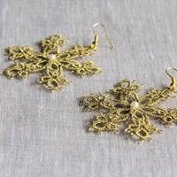 Golden snowflake earrings, winter, christmas, handmade tatting lace