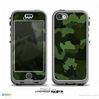 The Dark Green Camouflage Textile Skin for the iPhone 5c nüüd LifeProof Case
