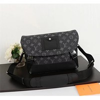 LV Louis Vuitton MEN'S MONOGRAM CANVAS Messenger PM Voyager CROSS BODY BAG