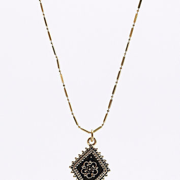 Vanessa Mooney The Diamond Lace Necklace in Gold - Urban Outfitters