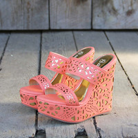 Traveling Sands Wedges in Peach