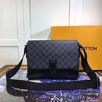 LV Louis Vuitton MEN LEATHER MESSENGER BAG