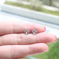 Spider Stud Earring, Sterling Silver Spider Studs - Spider Earrings - Spider Jewelry - Insect Earring, Cartilage Earring