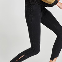 HIGH WAIST JEANS WITH METAL EYELETSDETAILS