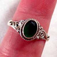 RING - EMERALD  -  Estate sale -  925 - Sterling Silver - Size 8 1/2    Green5