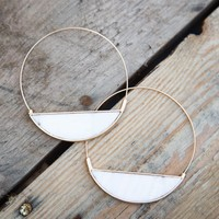 Threaded Hoop w/Pearl Bottom Earring, Gold/White