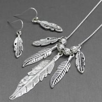 feather necklace | Elusive Cowgirl