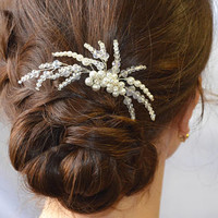 Wedding hair comb Floral hair piece Crystal pearl comb Bridal hair piece Bridal hair comb Bridal headpiece Pearl hair comb Flower hair comb