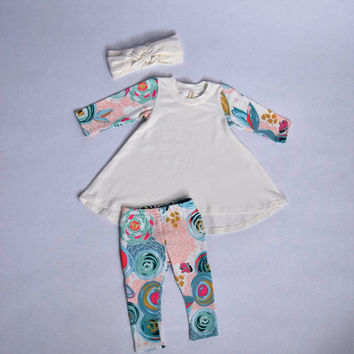 Baby girl coming home outfit / Newborn baby clothes / NB-12 mo/ white and flower print / 3 piece set / baby girl dress and leggings set