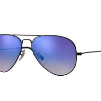 Look who's looking at this new Ray-Ban Aviator Flash Lenses Gradient