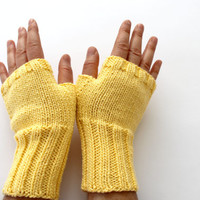 Yellow Arm warmers. // Autumn Trend // Knitting Fingerless Gloves . Winter Fashion . Love. Yellow . Heart . Winter collection . Etsyxo