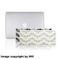 "INV ® Macbook Extra Slim Hard Case - Rubberized for Apple Macbook Pro 13.3 Inch 13"" (A1278 / Without Retina Display) Plus 2 Pcs Matching Color Chevron Zig-Zag Keyboard Cover Skin (CLEAR)"