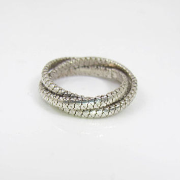 Sterling Silver Trinity Ring. Ribbed Interlocking Puzzle Rolling Ring. Unique Wedding Band. Unisex Men Women. Size 8