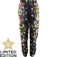 Black floral print ruched tapered pants - slim pants - pants - women
