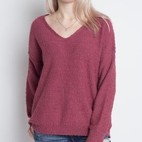 Dreamers - Soft Boulce Yarn V-Neck Pullover in Berry