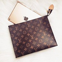 Louis Vuitton LV hot seller of men's and women's handbags, business wallets and briefcases LV pattern coffee