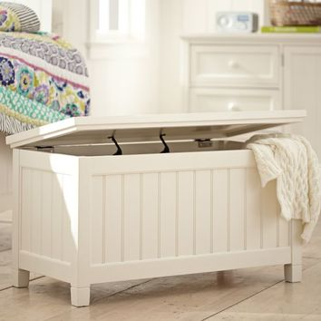 Beadboard End Of Bed Trunk