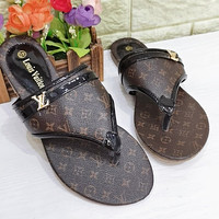 LV Louis Vuitton Retro Brown Flip Flops Beach Sandals Fully Printed With Letters Shoes