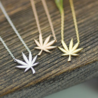 Marijuana leaf Pendant Necklace in 3 colors, N0195K