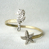 sea horse bracelet with a star shell