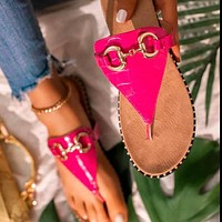New style flat comfortable flip flops women's sandals with metal buckle flat sandals shoes
