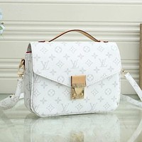 LV Louis Vuitton new product printed letters ladies gold buckle envelope bag shoulder messenger bag LV print