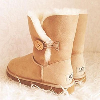 """""""UGG"""" with the buttons on the boots and bowknot boots"""