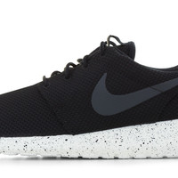 Nike Roshe One With Paint Speckled Sole - Black/White