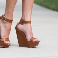 Izzy Wedge in Tan