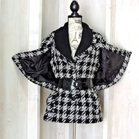 90s Guess Houndstooth coat size S / cape sleeves / black white jacket / retro vogue look