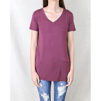 POL BASIC - Vintage Acid Wash V Neck T-Shirt in Burgundy