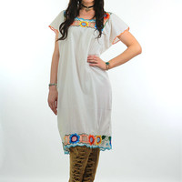 70s White Boho Oaxacan floral embroidered Mexican dress