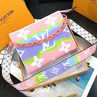 LV Bag Louis Vuitton 2020 wash bag new, finely made, high-end inner print Big plastic chain rainbow pink