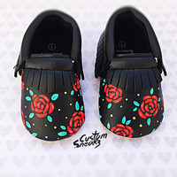 baby moccasins, Custom baby moccasins, baby girl shoes, baby moccasins with hand painted roses, floral design