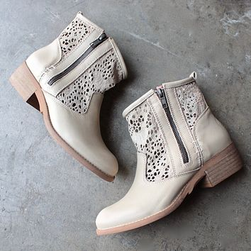 Final Sale - Musse & Cloud - Ainhoa Eyelet Booties in Sand