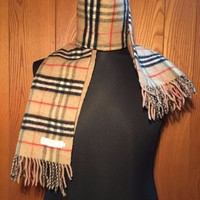 FREE SHIPPING BURBERRYS THICK REVERSIBLE BEIGE NOVA CHECK AND PLAIN BEIGE SCARF