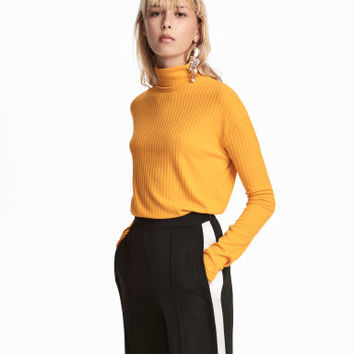 H&M Ribbed Turtleneck Sweater $14.99