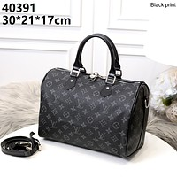 LV 2019 new women's simple and versatile handbag Messenger bag pillow bag black print