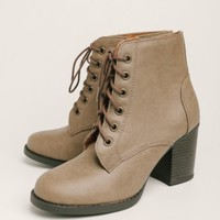 Forest Cabin Lace-Up Boots In Taupe