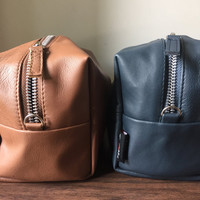 Old School Mens Toiletry bag. Shaving bag.Best gift for the gentleman that has everything.Lovely lambskin leather,cotton lining,zip pull