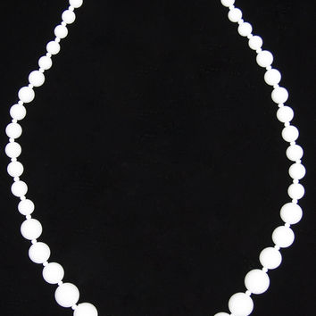 Vintage White Graduated Plastic Bead Necklace