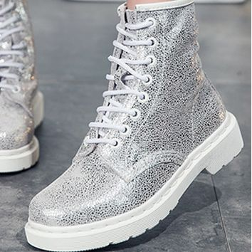 The new 8-hole, flat-bottomed, low-heeled martin-boot lady shoes