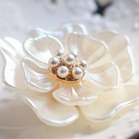 Flower and Pearl Fashion Brooch